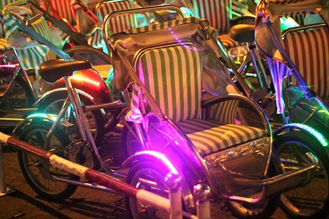 Xe được trang trí bằng đèn LED