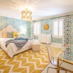 Trang trí phòng ngủ lộng lẫy từ giấy dán tường