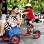 Xe xích lô mini tại công viên