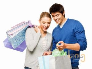 Dắt bạn đi mua sắm cùng anh ấy