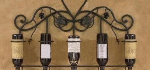 Giá kệ sắt treo tường để rượu thiết kế đơn giản