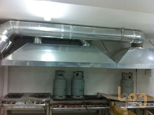 Lắp đặt đường ống dẫn khí máy hút mùi cho nhà bếp