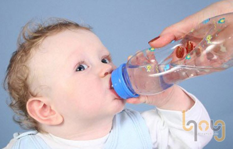 Có nên cho trẻ bị sốt ngủ máy lạnh