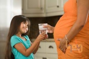 Phụ nữ mang thai không ăn uống nước đá lạnh