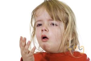 Trẻ bị viêm họng do nằm máy lạnh không đúng cách