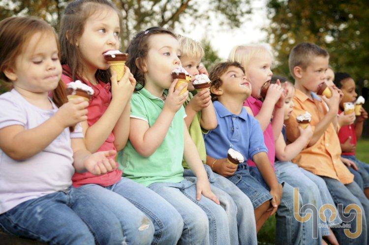 Vì sao ăn kem khi buồn khiến chúng ta vui vẻ