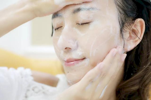 KHÔNG quên làm sạch da trước khi đắp mặt nạ