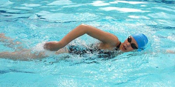 Thoát vị đĩa đệm nên tập bơi lội