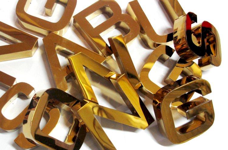 Lưu ý khi chọn chữ inox vàng gương hay vàng xước