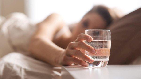 Sáng ngủ dậy nên uống nước gì tốt cho sức khỏe?